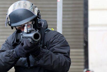 Armes «sub-létales» dans la police française: des soignants s'adressent auxeurodéputés