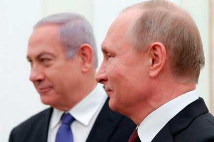 Poutine propose d'accueillir Netanyahu et Abbas au sommet de la paix israélo-palestinien, a déclaré M.Lavrov