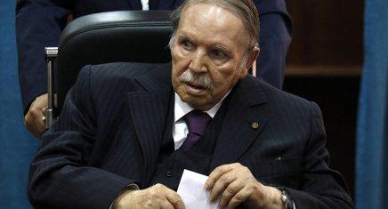 Bouteflika reporte l'élection et restera Président après le 28avril
