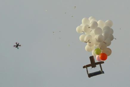 L'armée israélienne frappe le Hamas en riposte à l'envoi d'un ballonincendiaire