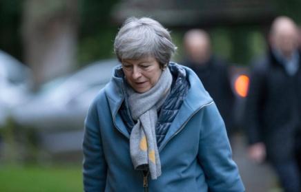 Brexit: Sans accord de sortie, le Royaume-Uni pourrait rester dans l'Union, dit TheresaMay