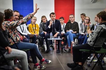 Grand débat: face aux enfants, Macron accable les casseurs, ces gilets jaunes qu'il «n'aime pas»