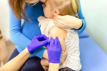 """Vaccination : l'Italie opte pour la menace """"pas de vaccin, pasd'école"""""""