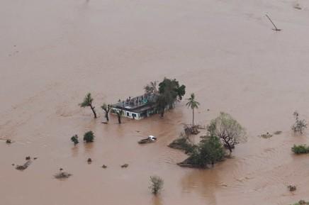 Cyclone au Mozambique et au Zimbabwe: le bilan pourrait dépasser les 1.000morts