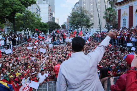 Maduro appelle les Vénézuéliens à dire «non» au coup d'État et auxÉtats-Unis