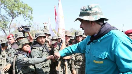 Maduro demande à l'armée de se tenir «prête» à repousser une attaque américaine contre leVenezuela