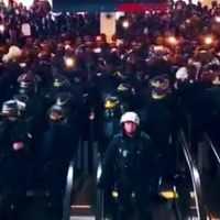 """Des centaines de migrants musulmans illégaux d'Afrique prennent d'assaut l'aéroport Charles de Gaule à Paris en criant """"La France n'appartient pas aux français!"""""""
