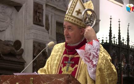 Un prêtre polonais prononce un sermon teinté d'antisémitisme à peinevoilé
