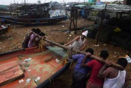 Inde: 800.000 personnes évacuées à l'approche du cycloneFani