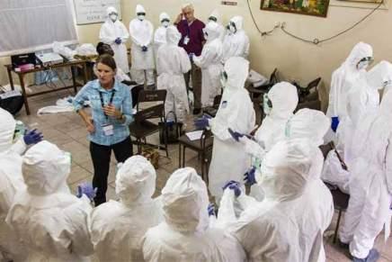 """L'OMS déclare qu'Ebola représente une """"urgence internationale"""" alors que le virus traverse lesfrontières"""