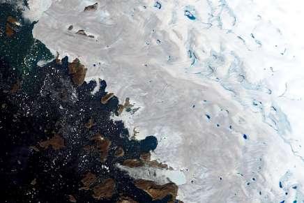 En Arctique, rien ne va plus : fontes des glaces record au Groenland et incendies gigantesques enSibérie