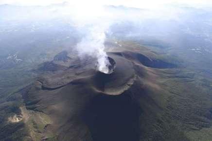 Au Japon, le réveil du volcanAsama