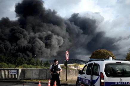 Odeur, nausées, vomissements : à Rouen, le feu est éteint mais l'inquiétude persiste