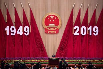 La Chine célèbre son anniversaire, avec Hong Kong enembuscade