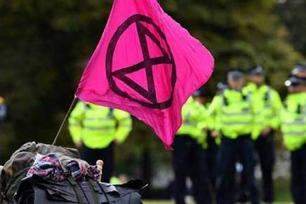 Extinction Rebellion vise Google et exige plus de censure
