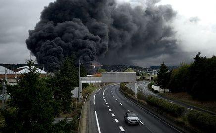 Incendie de l'usine Lubrizol de Rouen : de plus en plus d'habitants veulent porterplainte